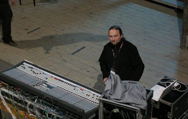 Koncert Raz dwa trzy i Laoche w ruinach teatru w Gliwicach